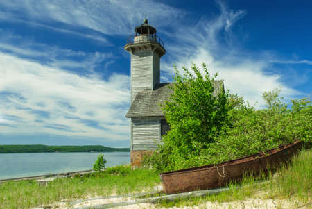 lake michigan lighthouse: Old lighthouse on the Grand Island in Superior Lake, Michigan, USA Foto de archivo