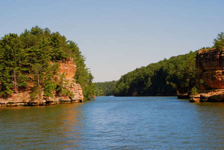 wisconsin: Wisconsin River sandwiched between two rocks, Wisconsin Dells, USA