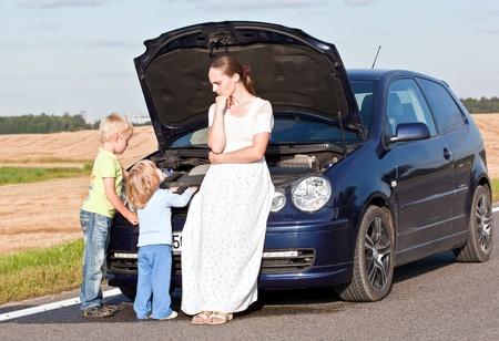 in trouble: Problemas con el coche Foto de archivo