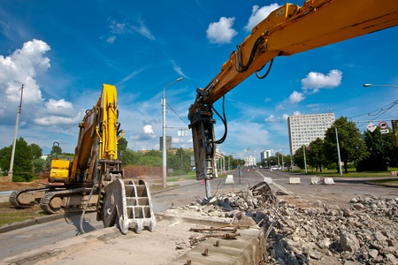 demolishing: Concrete Crusher and Hydraulic Crushing Hammer demolishing reinforced concrete structures