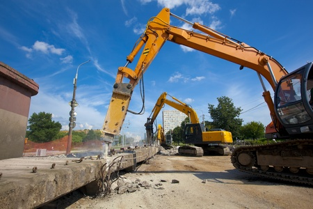 Commercial and Industrial Demolition with Hydraulic Crushing Hammers Standard-Bild