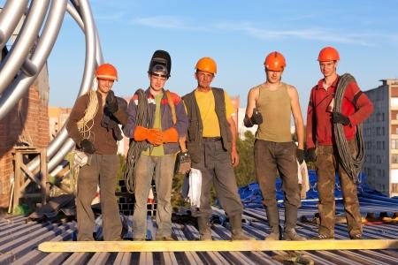 soldador: Grupo de trabajadores de la construcción en obras de construcción Foto de archivo
