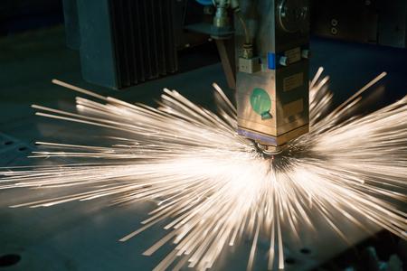Industrial laser during cutting metal works Standard-Bild