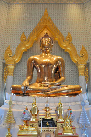 wat traimit: The largest pure gold buddha statue in the world at Wat Traimit Bangkok, Thailand