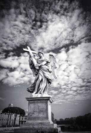 tevere: Berninis marble statue of angel with cross from the SantAngelo Bridge in Rome, Italy
