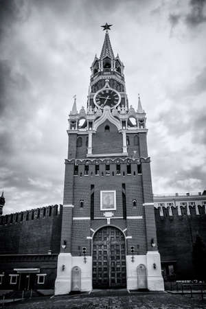 spasskaya: The Spasskaya Tower is the main tower with a through-passage on the eastern wall of the Moscow Kremlin, which overlooks the Red Square. The Spasskaya Tower was built in 1491 by Pietro Antonio Solari. Stock Photo