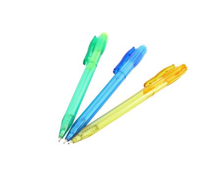 ball pens stationery: plumas usadas aislados sobre fondo blanco