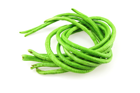 vigna: Yardlong bean isolated on white background