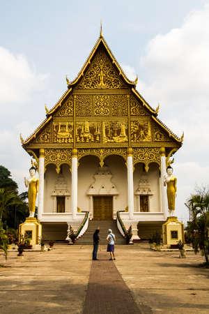 guia turistico: Una gu�a que explica la historia de Wat That Luang Neua templo para el turista, Vientiane, Laos