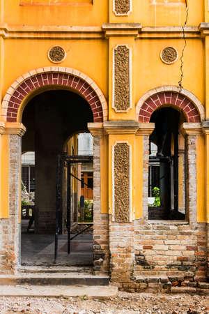 Rénovation de l'ancien bâtiment colonial à Nakhon Dangrek, Thaïlande Banque d'images - 22363667