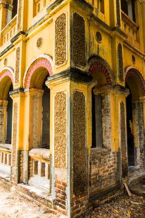 Rénovation bâtiment ancien colonial à Nakhon Dangrek, Thaïlande Banque d'images - 22363727
