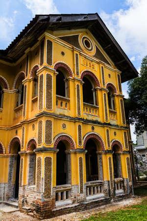 Rénovation bâtiment ancien colonial à Nakhon Dangrek, Thaïlande Banque d'images - 22363754