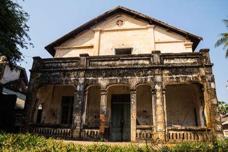 ターケーク郡、ラオスで植民地時代の古い建物スタイル