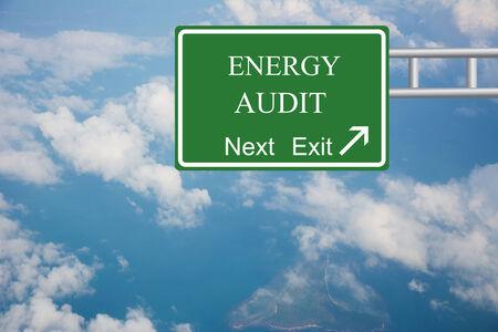 創造的なエネルギーの監査は道路標識のコンセプト。