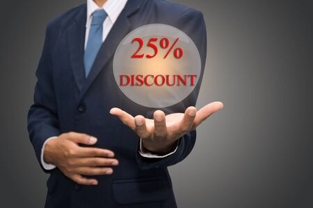 25 cents: Businessman hand write a 25% DISCOUNT Stock Photo