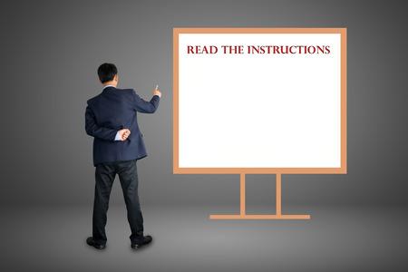 instrucciones: Leer el concepto instrucciones de texto. Foto de archivo