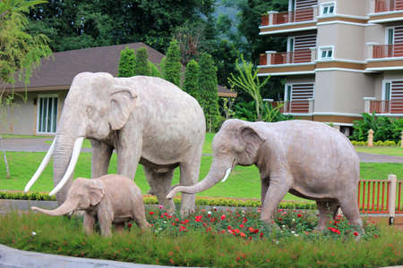 Elephants family sculpture