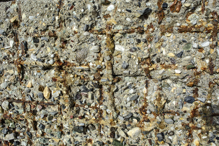 armature: Old damaged concrete slab which shows the armature.