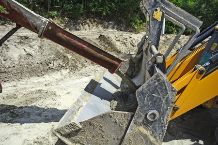 transfers: Switching liquid concrete from the mixer in a spoon excavator.