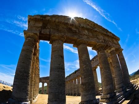 templo griego: Templo griego antiguo en Segesta Sicilia Italia