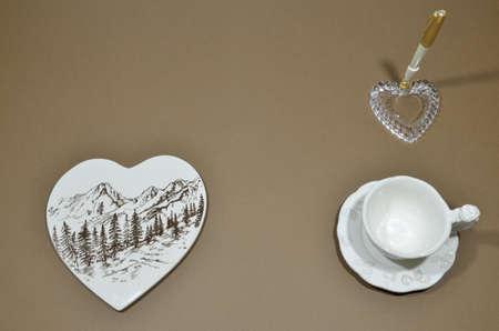 pen holder: Porcelain heart and penholder with pen on brown background