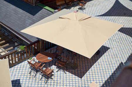 Birds eye view of garden furniture under a parasol on a sunny day 版權商用圖片