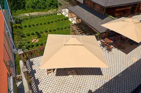 Birds eye view of garden furniture under parasol and garden plants 版權商用圖片