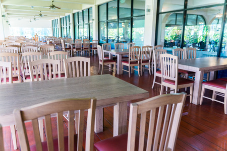 Restaurant without people, In poor economic conditions Most customers choose to dine at home rather than eat at the restaurant, For more savings. Sajtókép