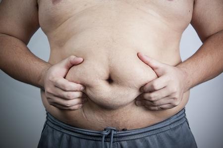belly button: vientre de un hombre gordo