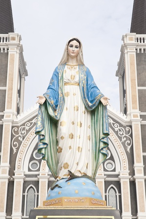 vierge marie: Les statues de saintes femmes dans l'Église catholique romaine