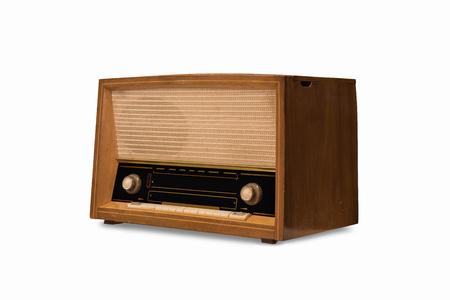 Vieille radio sur un fond blanc
