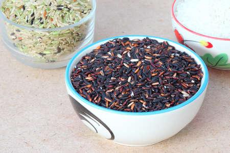tabel: Black Rice on Wood Tabel