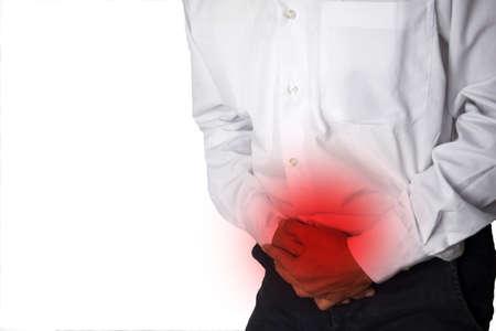 Hombre que sufre de malestar estomacal e infeliz aislado sobre fondo blanco. Foto de archivo