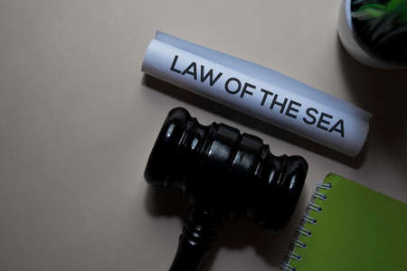 Law Of The Sea text on Document and gavel isolated on office desk. Justice law concept Banque d'images - 132767687
