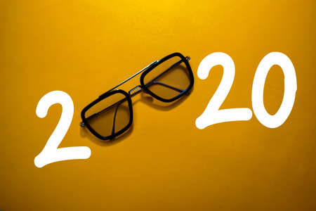 Happy New Year 2020 with Glasses isolated on the color table Stockfoto