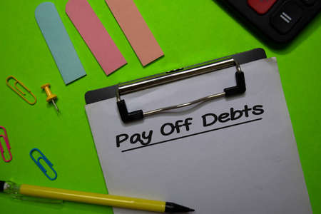 Pay Off Debts write on a paperwork isolated on Office Desk Stockfoto