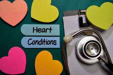 Heart Conditions write on sticky note isolated on Office Desk. Healthcare or Medical Concept Stockfoto