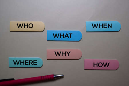 Who, What, When, Where, Why, How write on a sticky note isolated on office desk. Reklamní fotografie