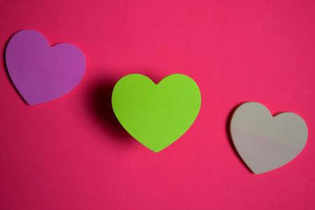 sticky note shaped a heart symbol on pink background Stok Fotoğraf