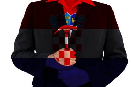 bandera de croacia: Bandera de Croacia en el hombre de negocios que sostienen el martillo, aislado sobre fondo blanco - se puede utilizar para mostrar o montaje sobre el producto