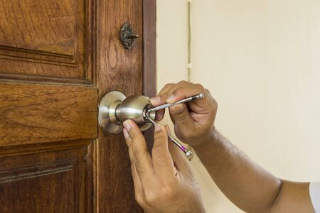 locksmith use screwdrive open wood door in emergency time - can use to display or montage on product