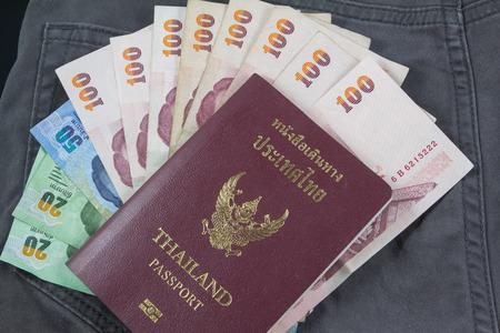 bolsa dinero: embolsarse dinero con pasaportes para viajar