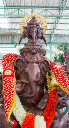 path to wealth: Hindu god, Ganesh Statue
