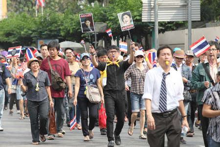 thanon: BANGKOK,Thailand - November 11,2013 : A protester joins an anti-government rally walked pass Thanon Rama I  to Ratchadamnoen Road