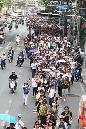 anti fascist: BANGKOK,Thailand - November 11,2013 : A protester joins an anti-government rally walked pass Thanon Rama I  to Ratchadamnoen Road
