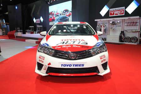 modificar: BANGKOK 24 junio: Toyota Altis con modificar el conjunto de TRD con el coche en la exhibici�n en Bangkok International Auto Salon 2015 el 24 de junio 2015 en Bangkok, Tailandia. Editorial