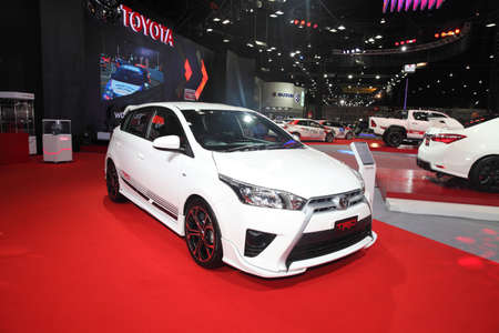 modificar: BANGKOK - 24 de junio: Toyota TRD Modificar establece autom�vil en exhibici�n en Bangkok International Auto Salon 2015 el 24 de junio, 2015 en Bangkok, Tailandia. Editorial