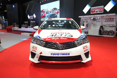 modificar: BANGKOK - June 24 : Toyota Altis with modify set with TRD car on display at Bangkok International Auto Salon 2015 on June 24, 2015 in Bangkok, Thailand.