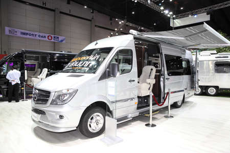 wijzigen: BANGKOK - August 4: Mercedes Benz car modify by Airstream  on display at Big Motor sale on August 4, 2015 in Bangkok, Thailand.