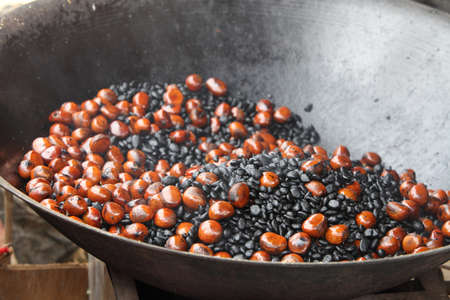 marron: roasting chestnuts in a pan Stock Photo